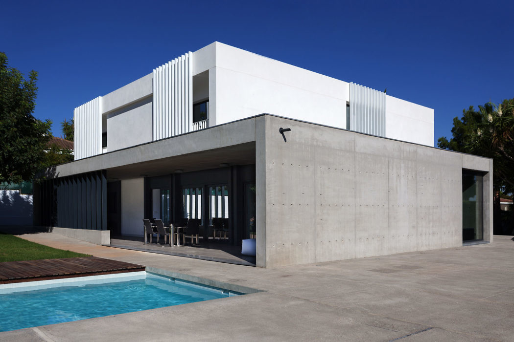 Detached House by Mano de Santo – Architecture Team