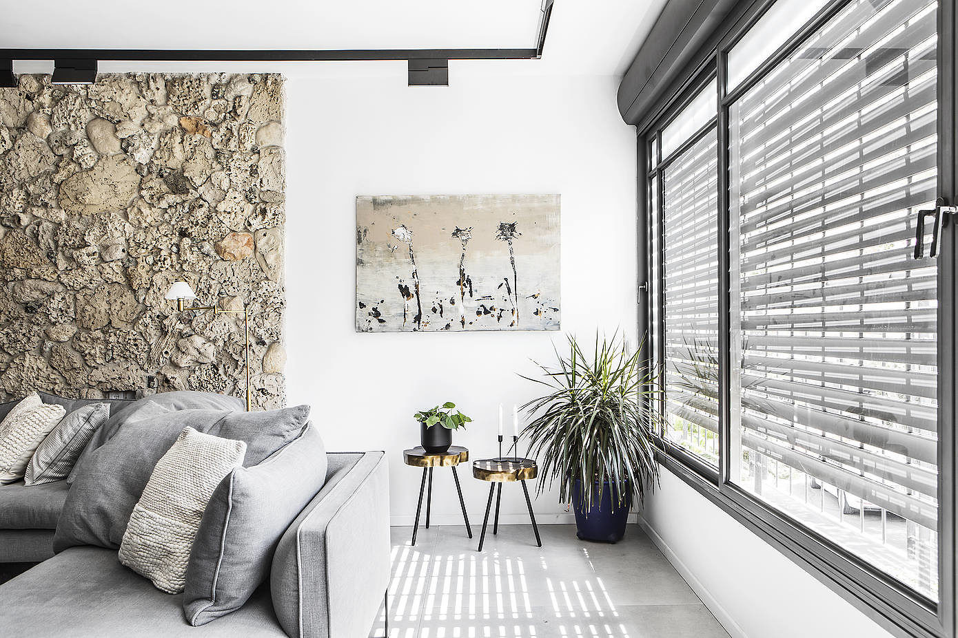 MH Apartment by Maya Sheinberger