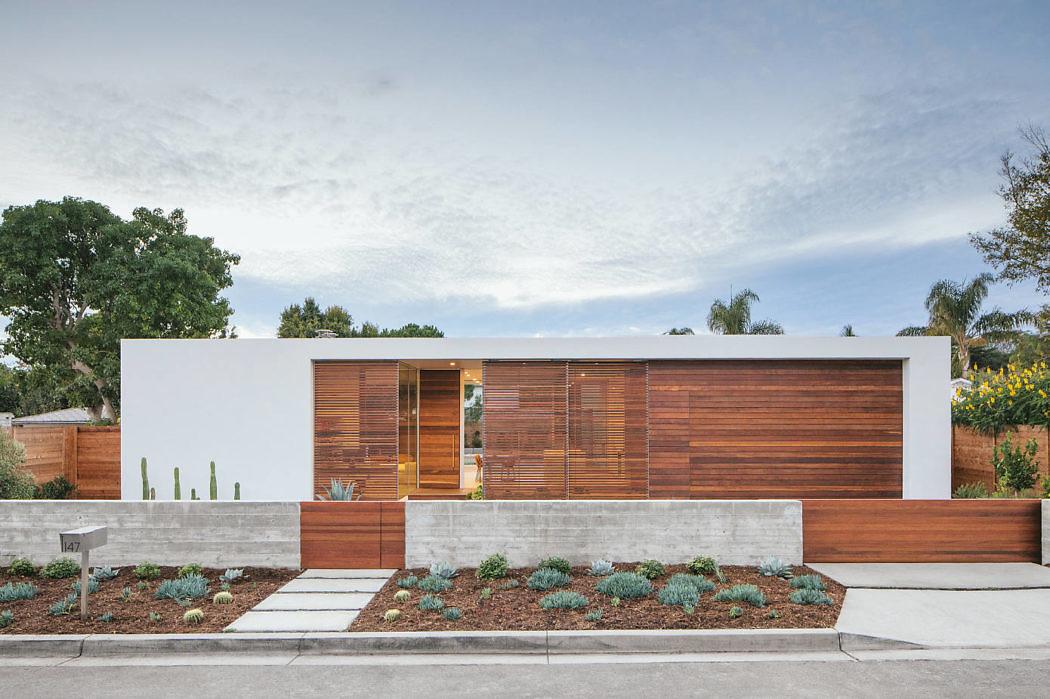 Minimalist Urban Residence by Anacapa