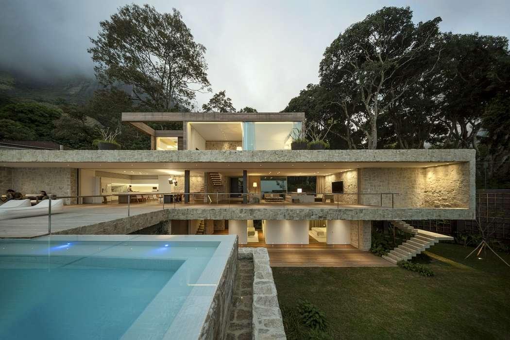 AL House by Arthur Casas