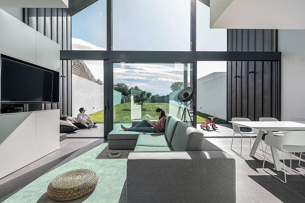 Arch House by FRARI