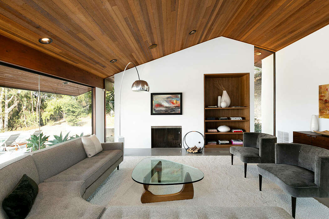 M House by Irving Philips