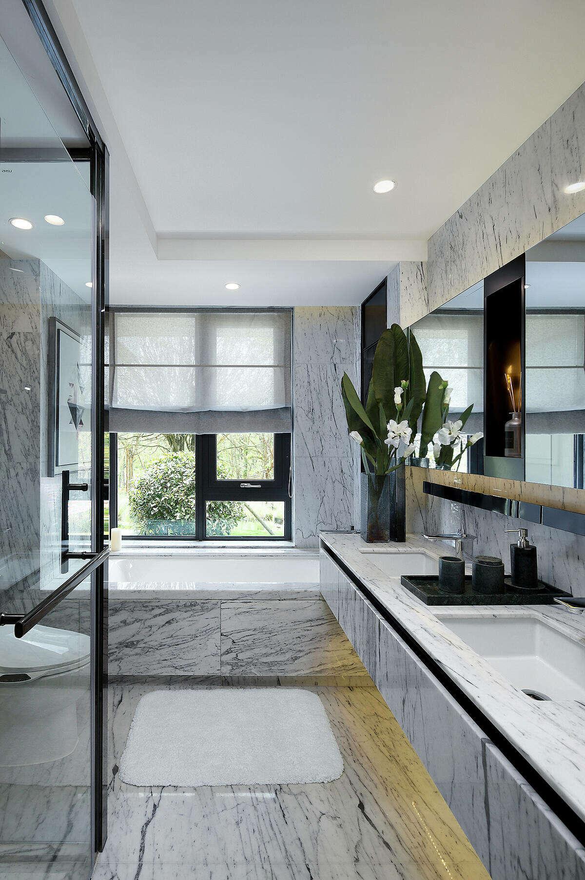 Apartment in Chongqing by Shenzhen Qianxun Decorative Art and Design Co.
