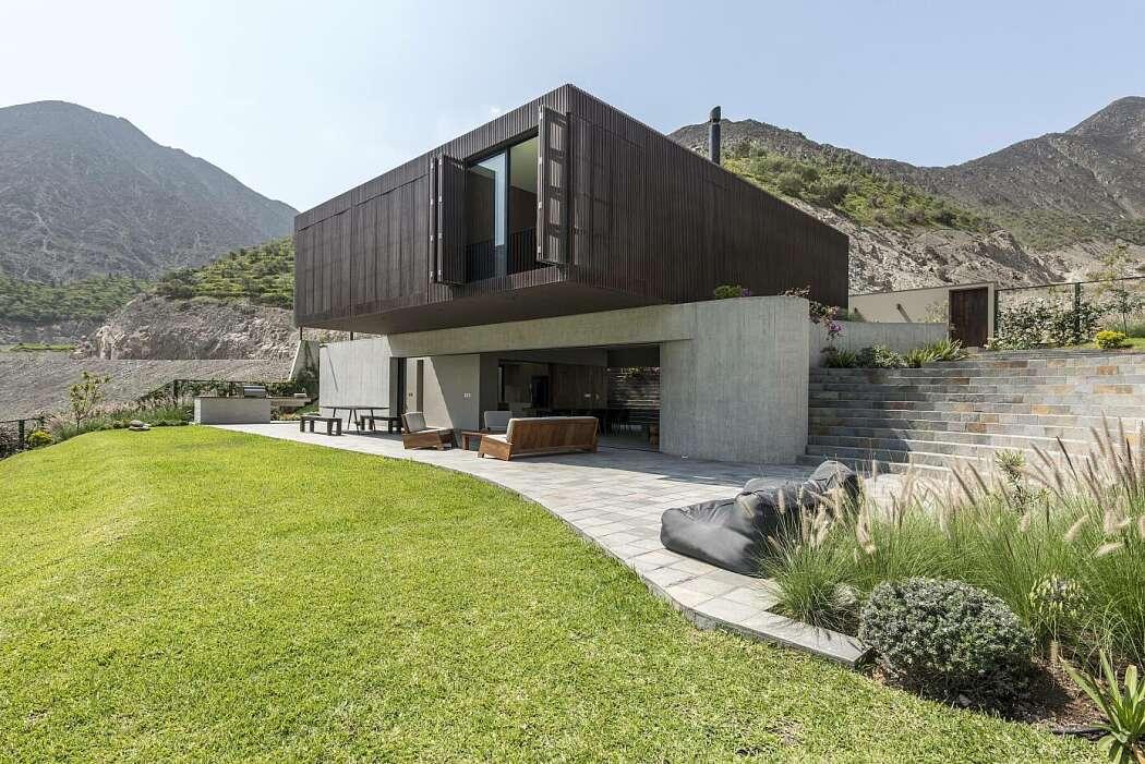 Casa Topo by Martin Dulanto Sangalli