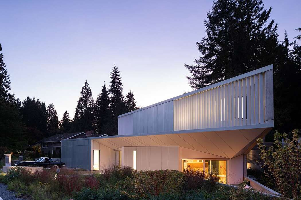 Edgemont Residence by BattersbyHowat Architects