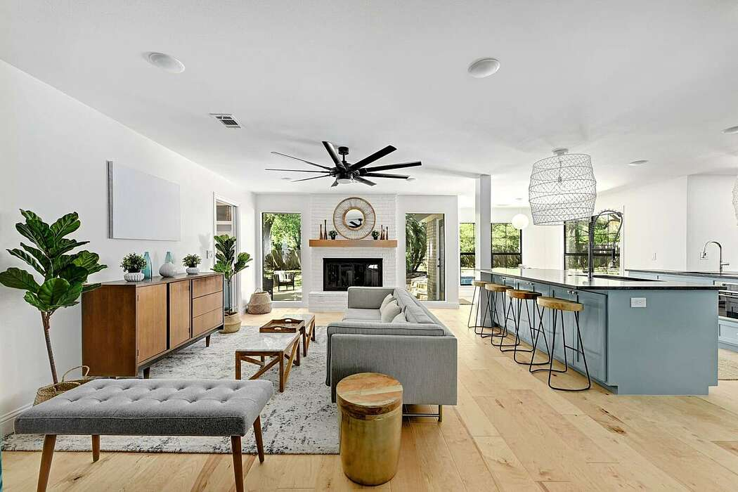 Contemporary House by Melisa Clement Designs