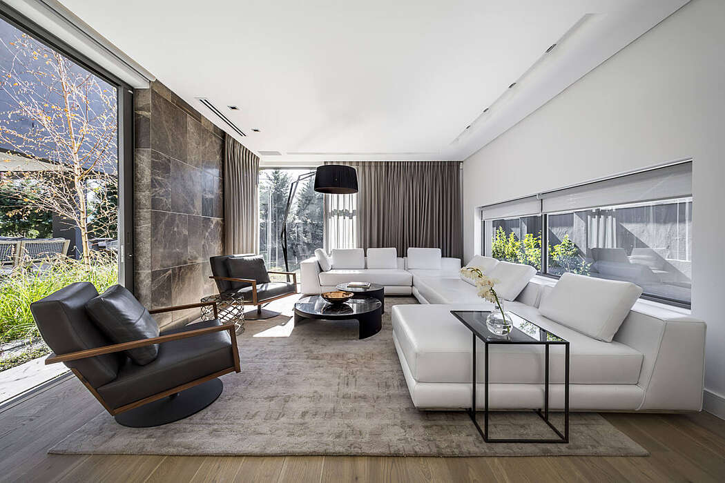 House NW 152 by EHH Architects
