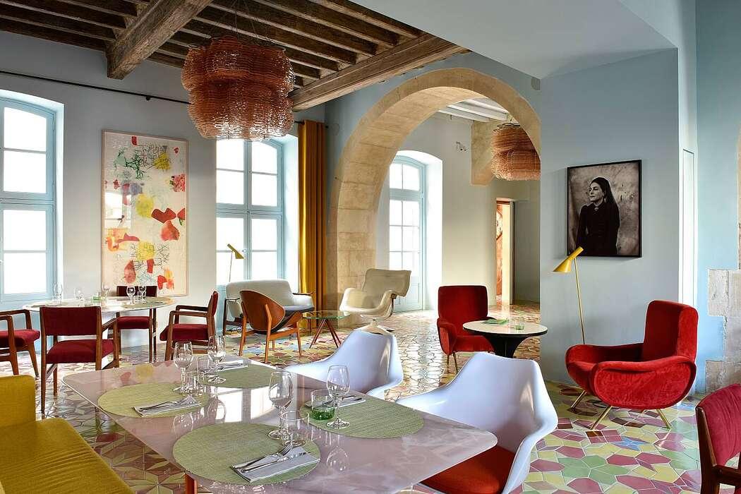 Hotel L'Arlatan by Max Romanet
