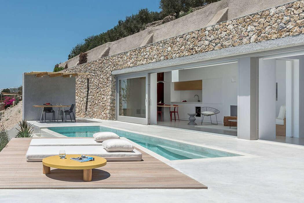 Holiday House by Kapsimalis Architects