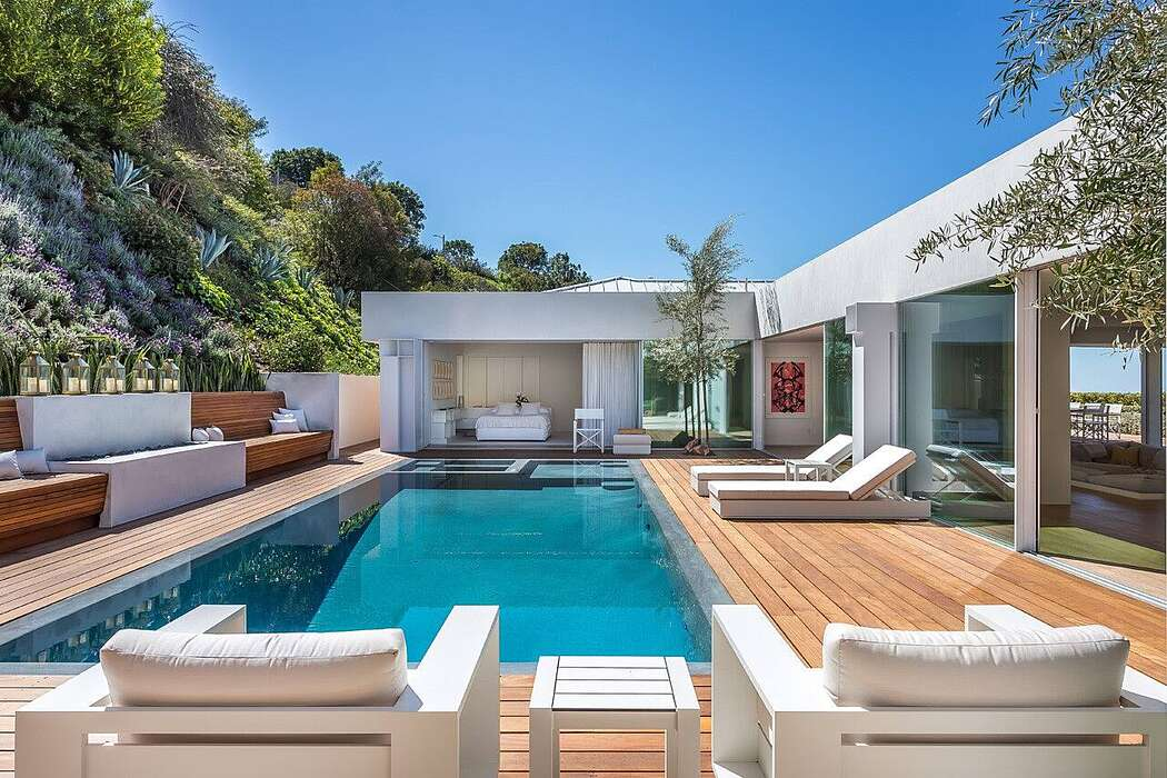 Hill Crest Home by Studio Jhoiey