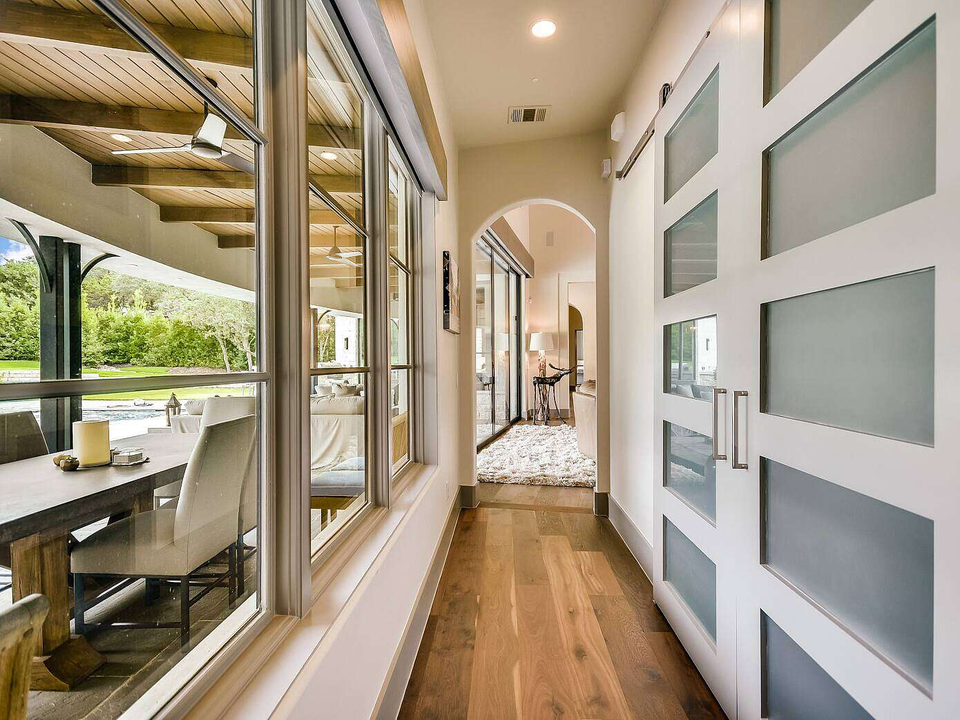 Mixed Transitional by Vanguard Studio