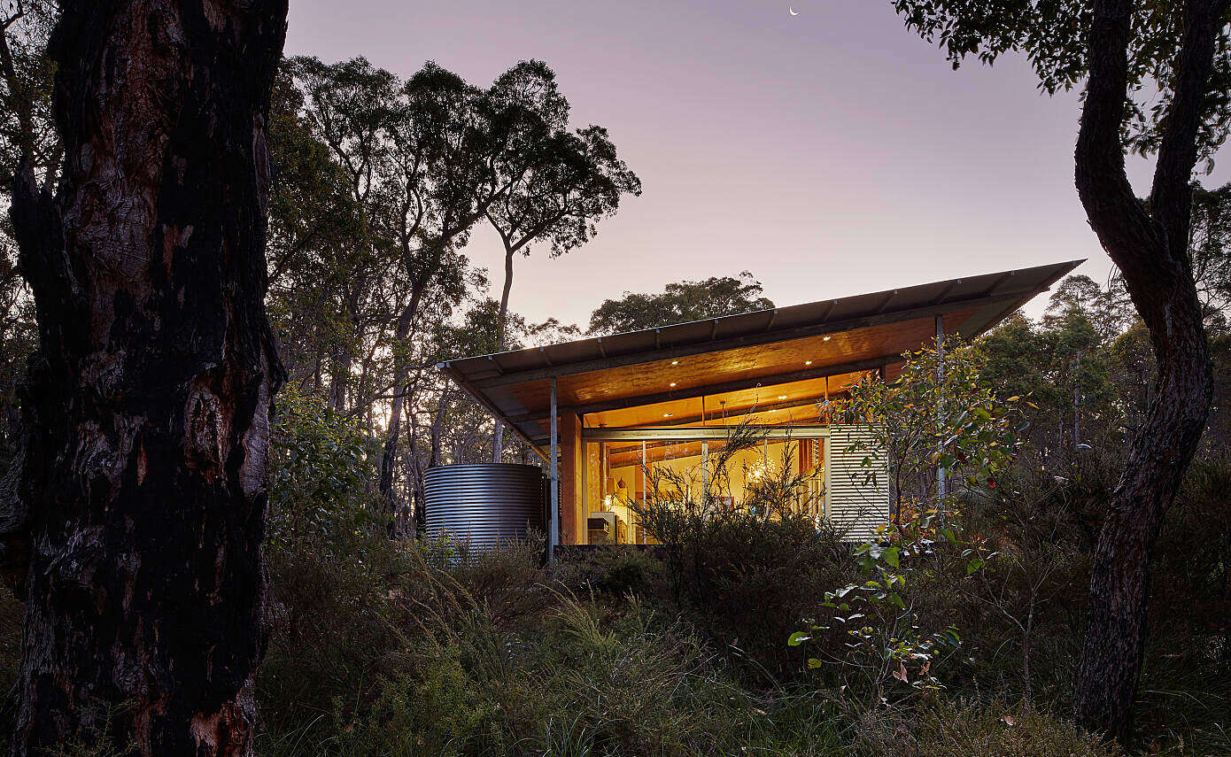 Bush House by Archterra