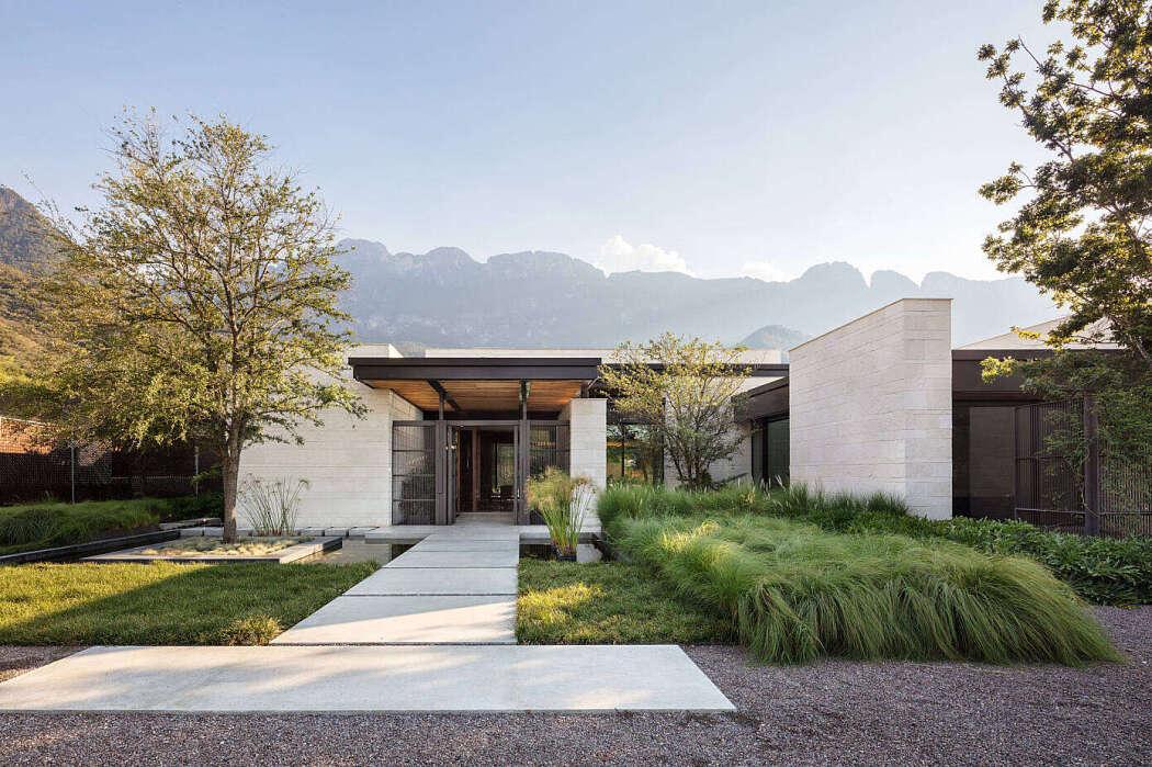 Casa GR by Bernardo Pozas Residential Design