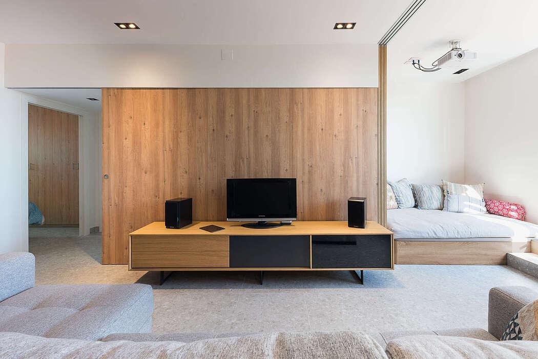 Penthouse Renovation by Studio FFWD Arquitectes
