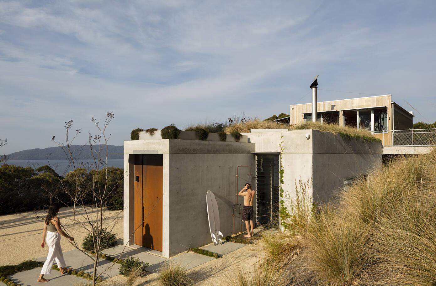 Wallis Lake House by Matthew Woodward Architecture
