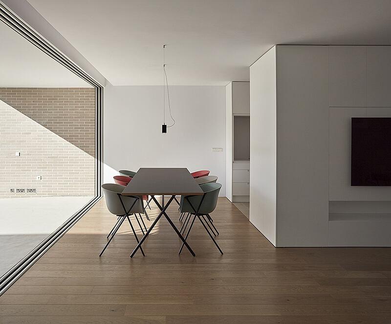 Minimalist House by DG – Estudio Arquitectura Valencia