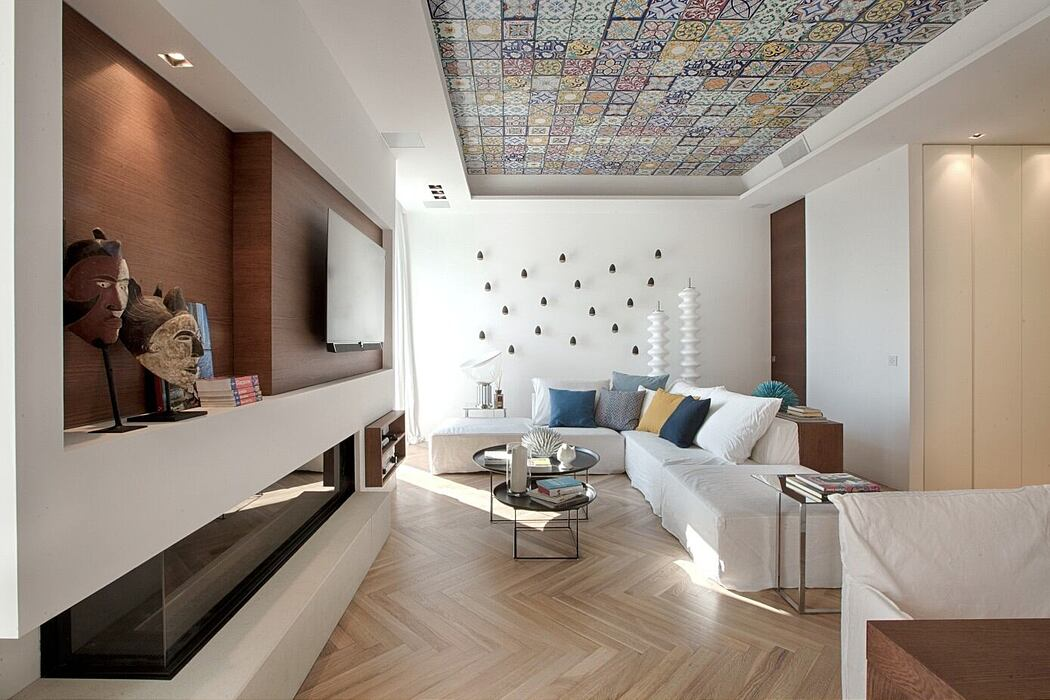 Seafront Apartment by Ernesto Fusco