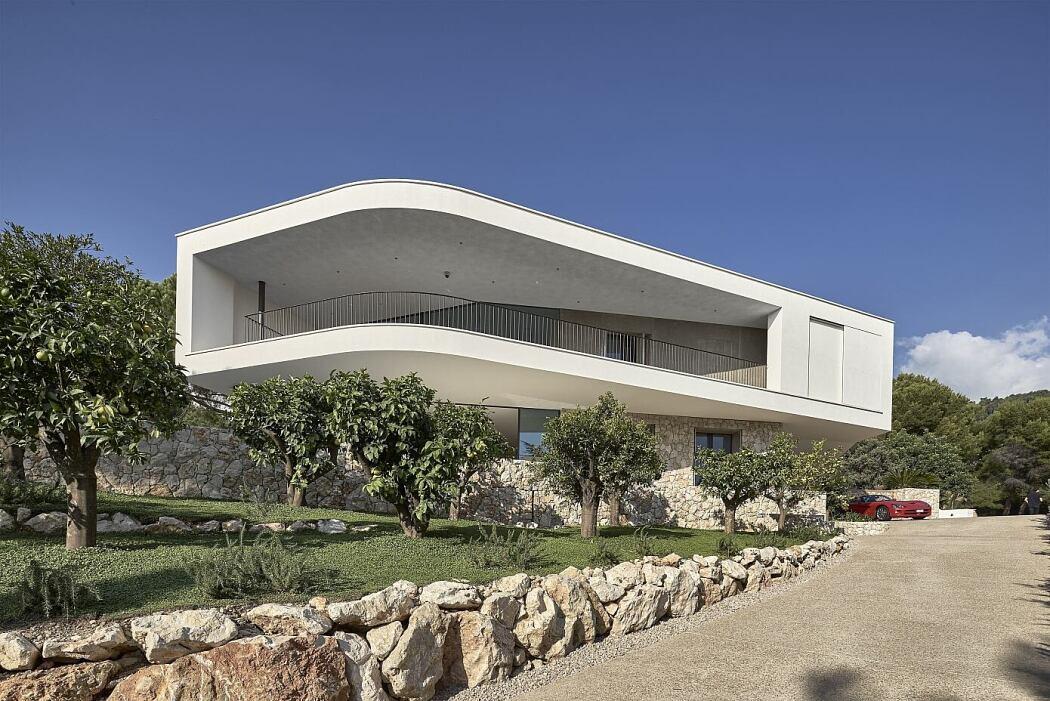 Villa la Madonne by Calvi Ceschia Vigano Architetti Associati