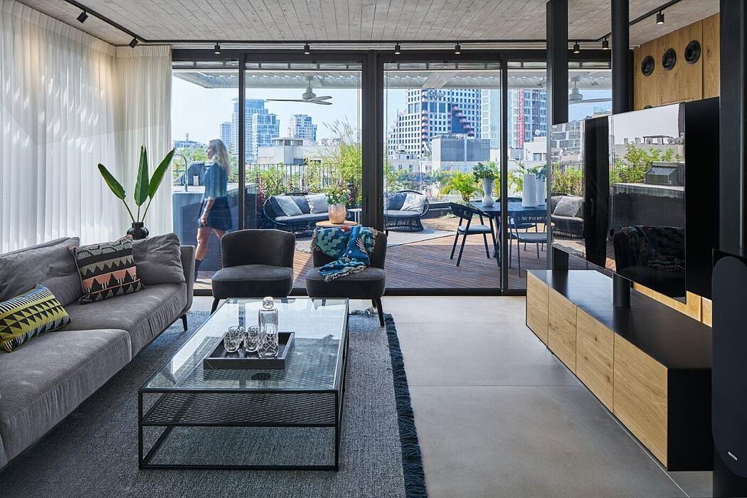 Urban Penthouse in Tel-Aviv by Tzvia Kazayoff
