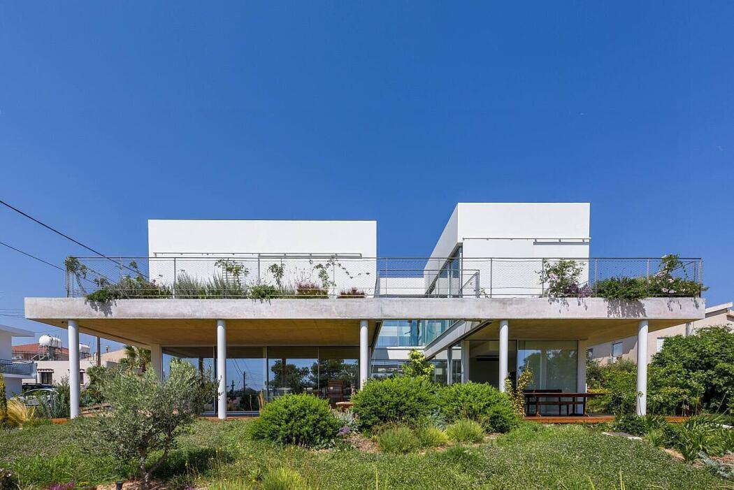 The Garden House by Christos Pavlou Architecture