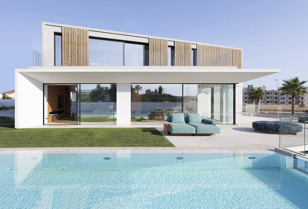 Villa A Ragusa by Vincenzo Leggio