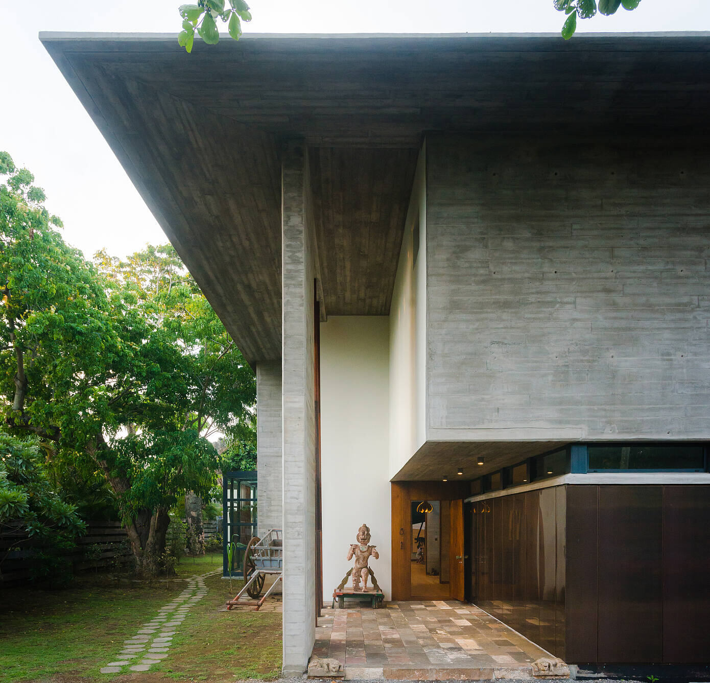 House in a Garden by Studio Lotus