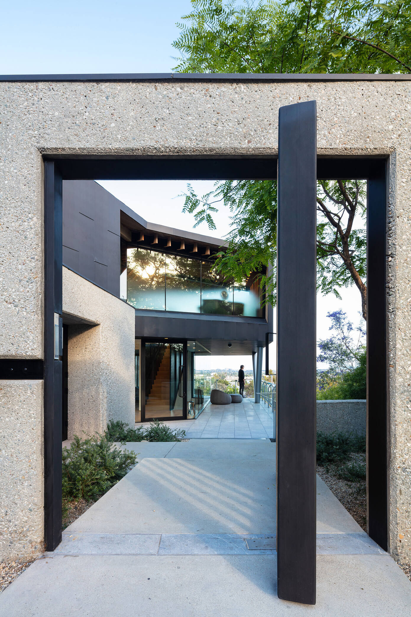 West Los Angeles Residence by Clive Wilkinson Architects