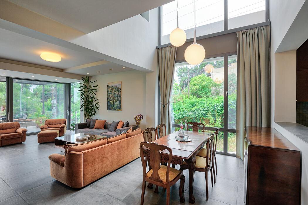 Family Residence by Liza Tiktapanidou