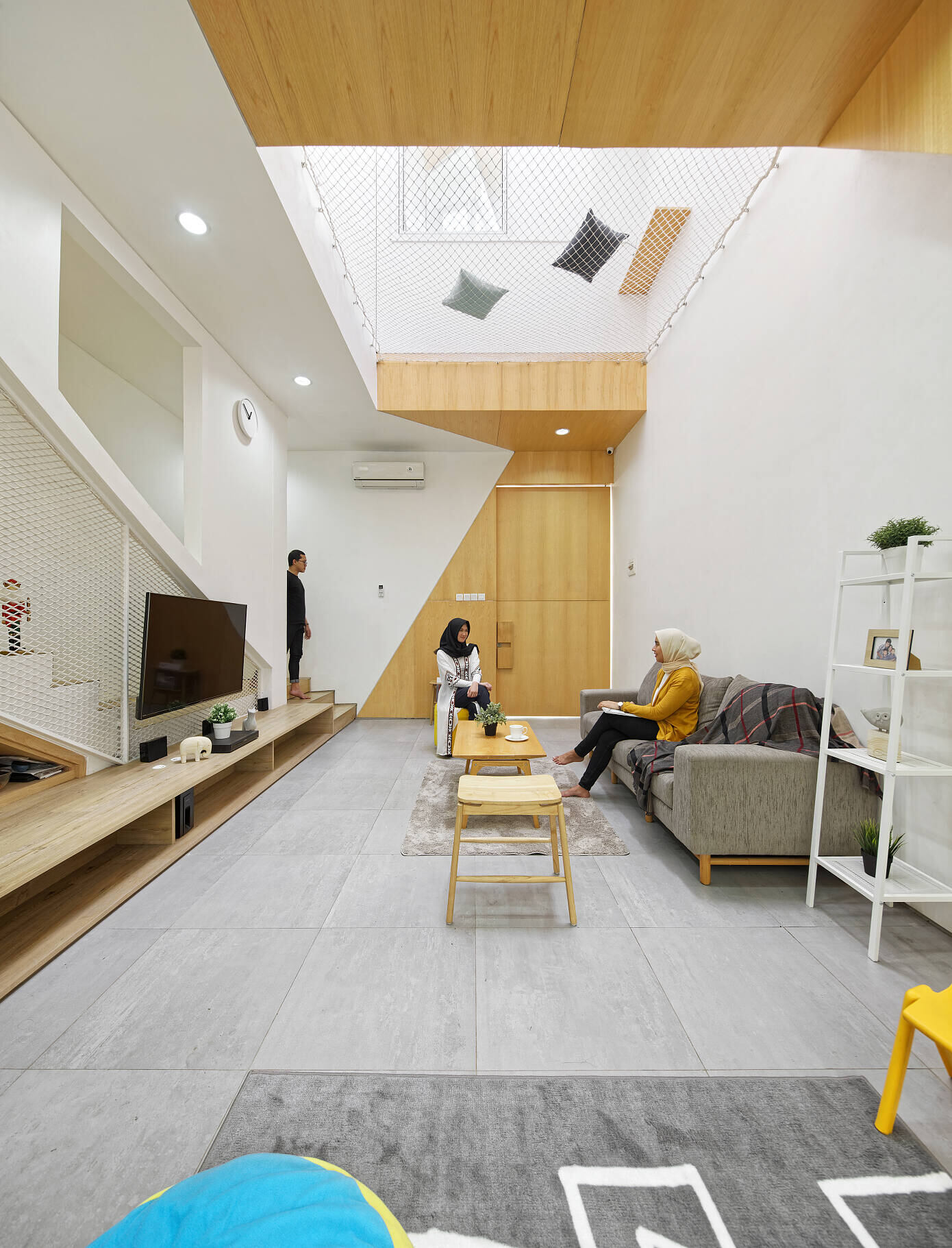 Trow House by Delution
