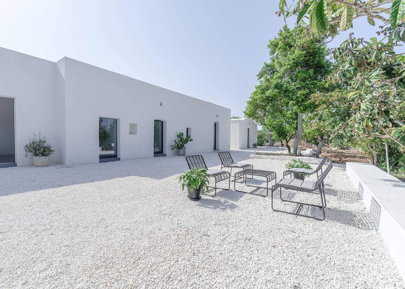 Villa Puglia Ceglie by Toffhouses