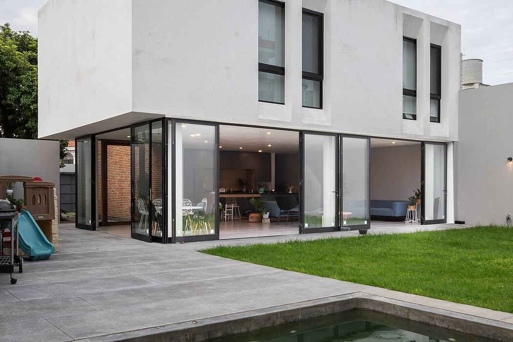 JE House by LR Arquitectura