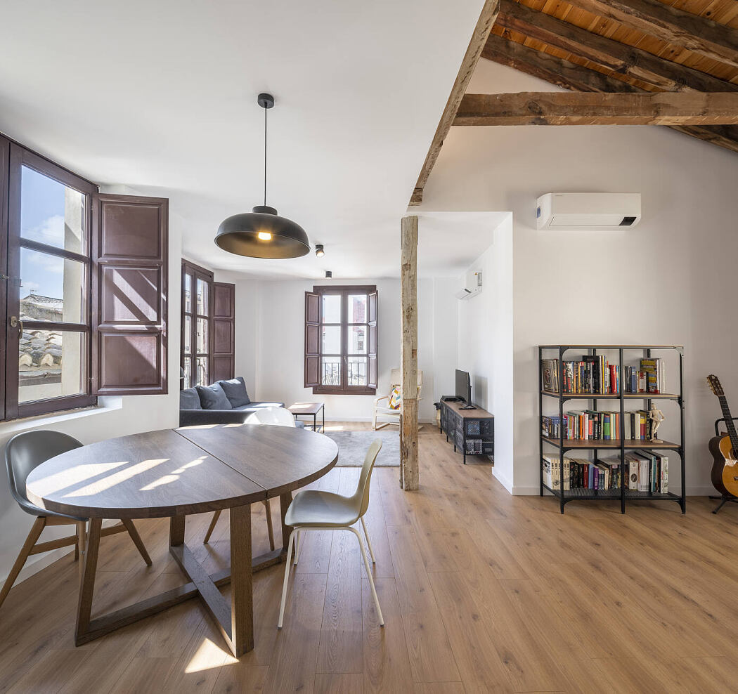 Home Renovation in a Cathedral by CMYK Arquitectos