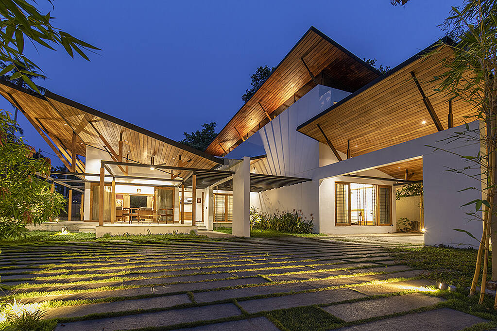The Hovering House by Arun Thomas Architects