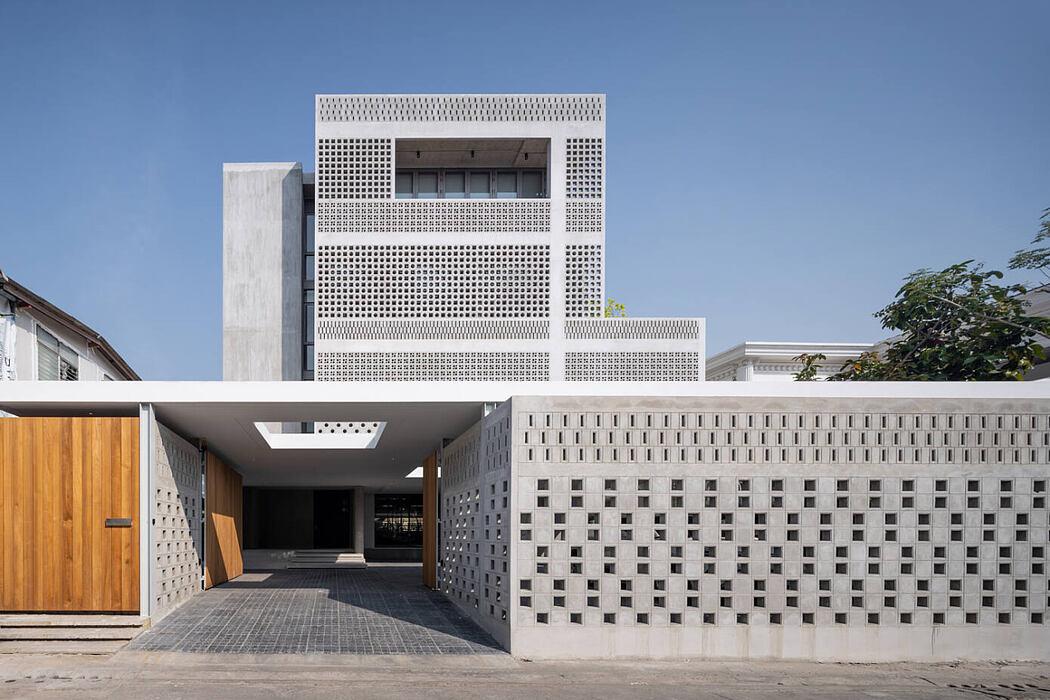 Sailom House by Anonym
