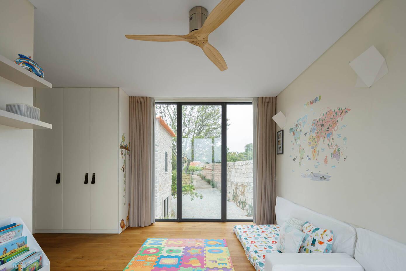 Casa da Calçada by Ren Ito