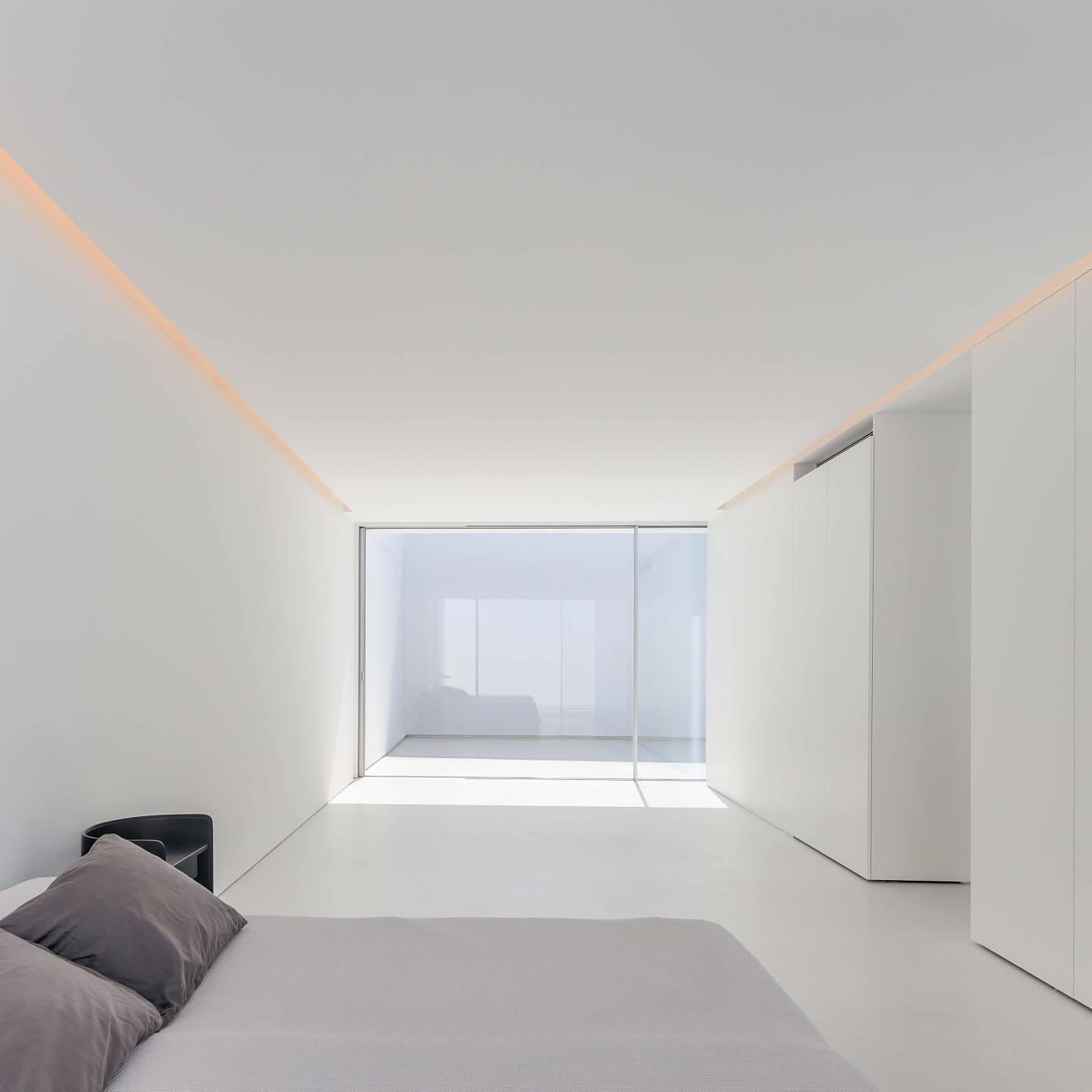 Àtic Blanc by Fran Silvestre Arquitectos