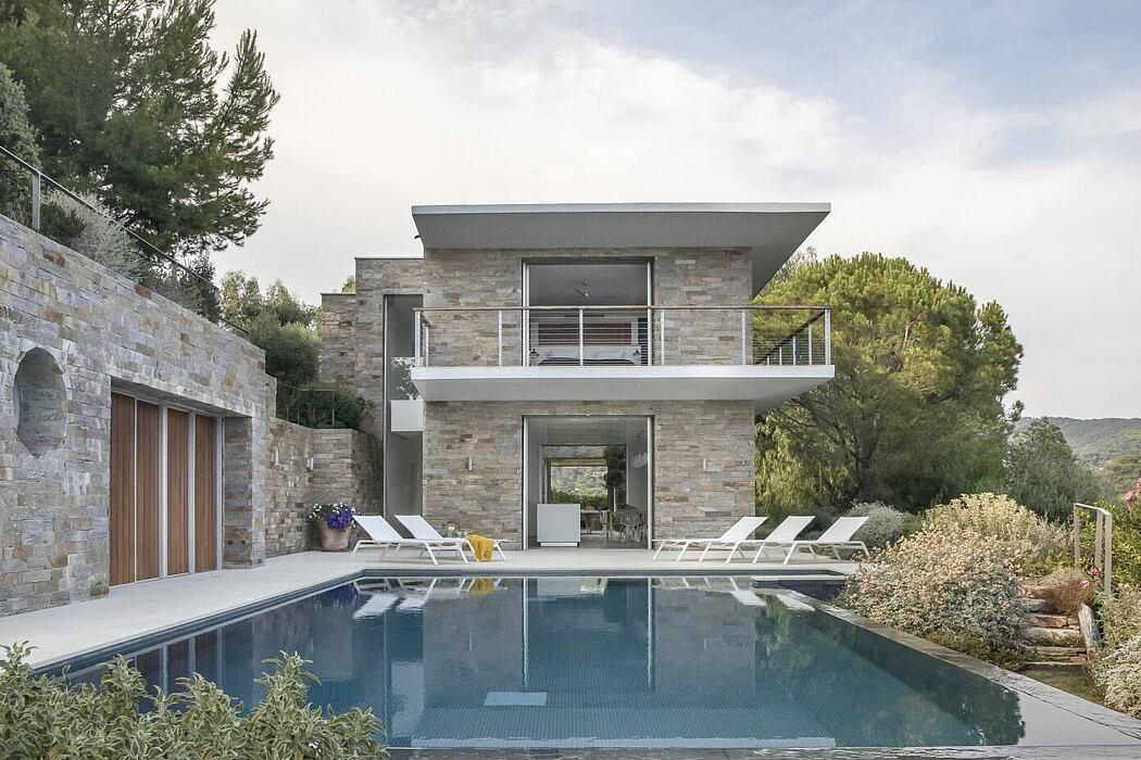 Modern Hillside Home by Michaelis Boyd